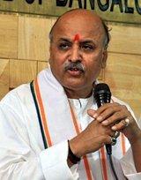 Видный индуистский лидер призвал ввести смертную казнь через обезглавливание за обращение индусов в другую религию