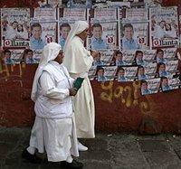 В Конго католических монахинь избили по подозрению в соучастии в фальсификации итогов выборов