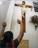 В Индии родители-индуисты избили и выгнали из дома дочь, ставшую христианкой