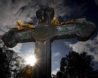 «Во имя толерантности» мэр французского города санкционировал снос креста на христианском кладбище