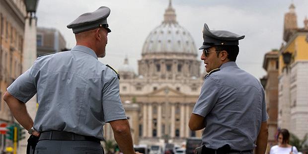 Папа Римский встретился с президентом Чехии и звездой аргентинского футбола Марадоной