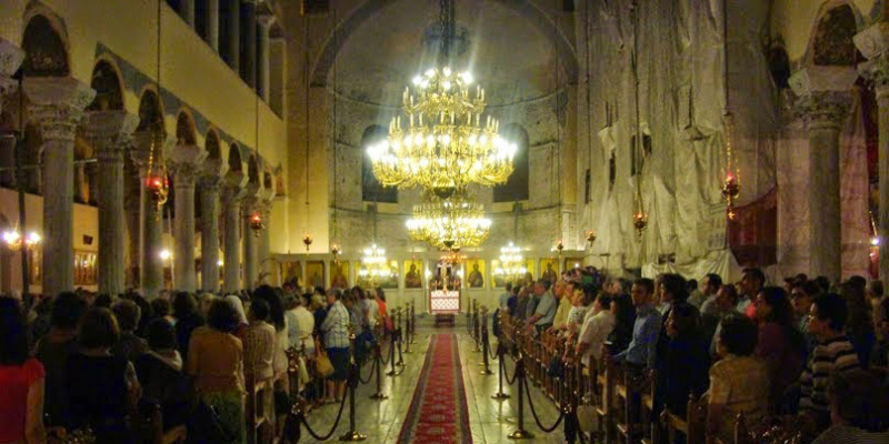 ночное богослужение в знак протеста против планов проведения гей-парада