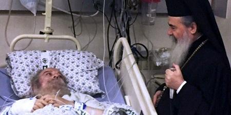Патриарх Иерусалимский Феофил III посетил в больнице бывшего Патриарха Иринея