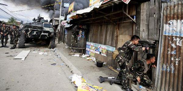 На Филиппинах исламисты сожгли католический собор и захватили в заложники его прихожан