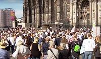 Феминистки окружили Кёльнский собор, протестуя против полового неравенства