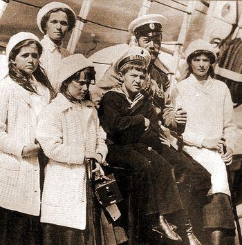 Император Николай II c детьми