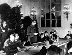 А.А.Власов выступает на заседании КОНР (Комитет Освобождения Народов России)